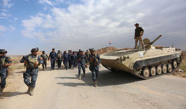 Irakin kansallisen poliisin joukot asemissa Rashadin kaupungin lähettyvillä, Kirkukin eteläpuolella perjantaina.