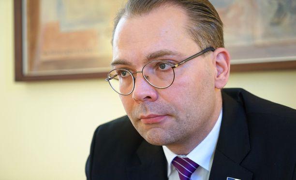 Puolustusministeri Jussi Niinistön mukaan Suomen tulee puolustaa Ahvenanmaata.