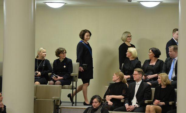 Jenni Haukio saapui eduskuntasaliin muutama minuutti ennen seremonian alkua.