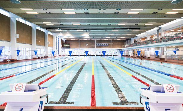 Jyväskylän Vaajakoskella järjestettiin perjantaina ensimmäinen naisille suunnattu uintivuoro. Kuvituskuva.