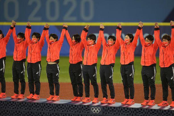 Japani juhli naisten softballin kultaa Tokiossa.