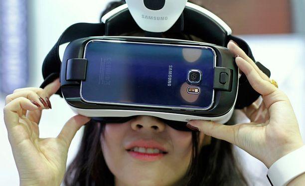 Samsungin Gear VR Galaxy S6-puhelimen kanssa.
