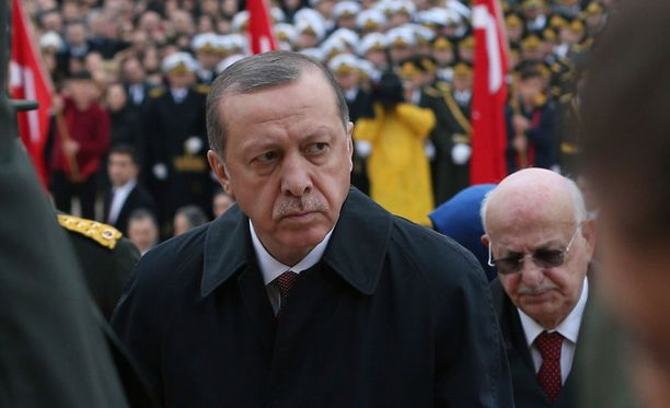 TUrkin presidentti Recep Tayyip Erdogan on jatkanut maan puhdistusta epäilemistään vihollisista.