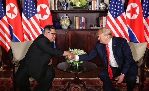 Pohjois-Korean Kim Jong-un näyttää tulleen hyvin toimeen Donald Trumpin kanssa Singaporen huippukokouksessa.