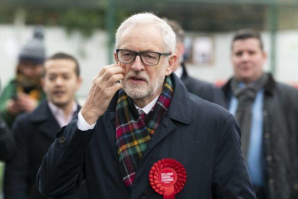 Työväenpuolueen Jeremy Corbyn teki johtopäätöksen puolueen vaalimenestyksestä ja ilmoitti, ettei luotsaa enää puoluetta tulevissa vaaleissa.