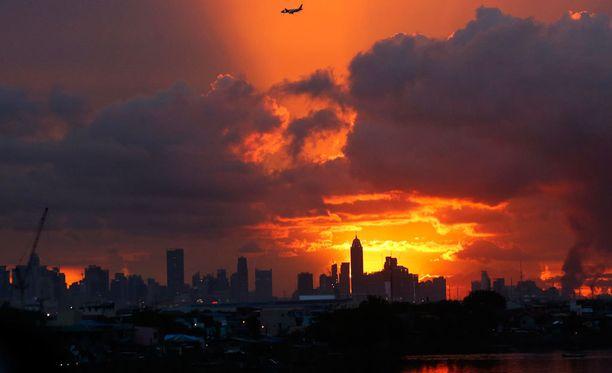 Manilan pilvenpiirtäjiä. Pidätys tehtiin tiettävästi kaupungin liikekeskustassa.