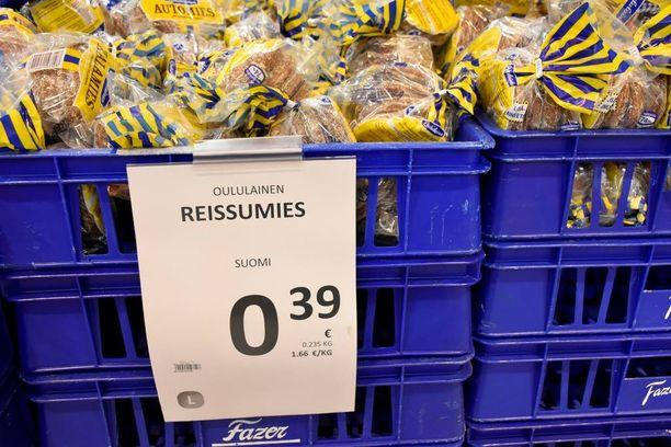 S-ryhmälle on tullut kiukkuista palautetta siitä, että Reissumies-paketti maksaa nyt 39 senttiä halpuutusmainoksessa olleen 28 sentin sijaan.