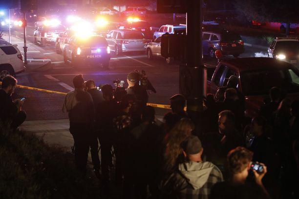 Ampuminen tapahtui Thousand Oaksissa noin 60 kilometrin päässä Los Angelesista.