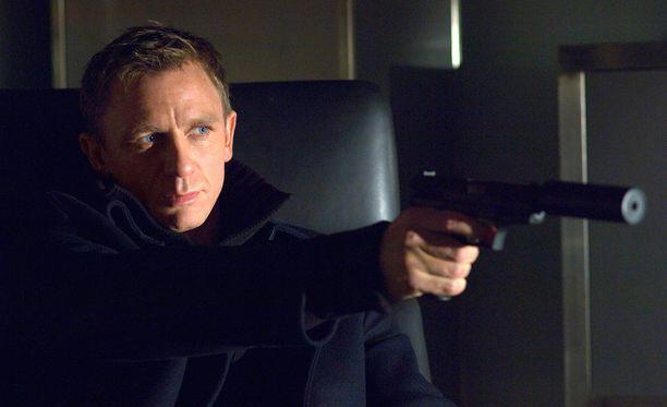 Uuden Bondin kuvauksia ollaan muokkaamassa Daniel Craigin aikataulujen mukaan.