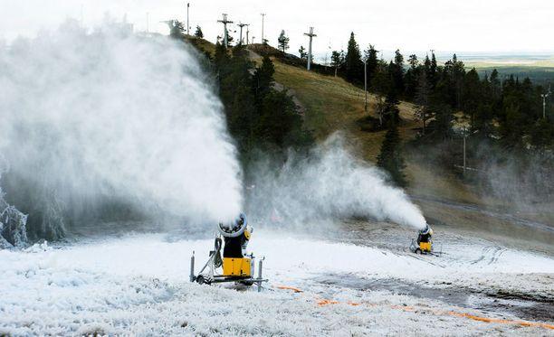 Lumitykit mahdollistavat pitkän hiihtokauden Rukalla.