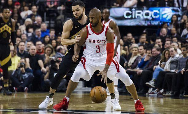 Chris Paul (edessä) jatkaa uraansa Houston Rocketsissa hurjalla sopimuksella.