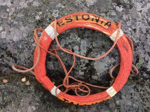 Estonian pelastusrengas nousi pintaan 23 vuotta suuronnettomuuden jälkeen.