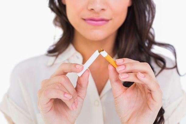 Tuhansia syöpiä voitaisiin ehkäistä, jos harvemmat ihmiset tupakoisivat.