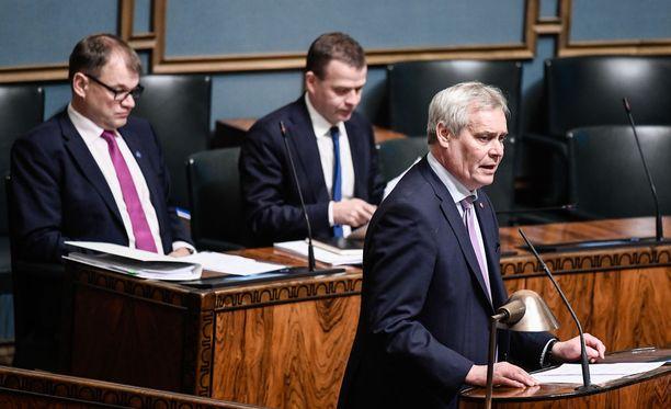 HS-gallupissa keskustan kannatus jatkaa laskuaan. Suurimpina puolueina jatkavat SDP ja kokoomus.