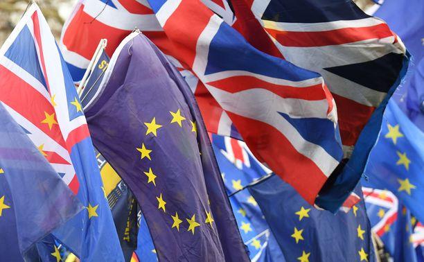 Torstaiaamuun mennessä ei vielä tiedetty, syntyykö brexitistä sopu vai ei.