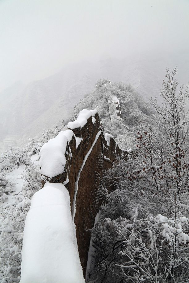 Kiinan muurikin on saanut jo osan talvisista lumista.