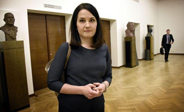 Opetusministeri Sanni Grahn-Laasonen haluaa perhevapaauudistuksesta vaaliaiheen.