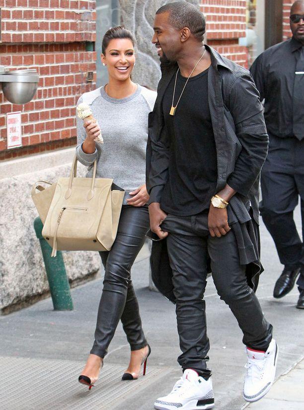 Kim ei piilotellut uutta onneaan hip hop -artisti Kanye Westin kanssa.