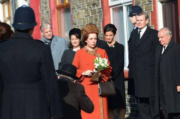 Olivia Colman kuningatar Elisabetina The Crown -sarjassa.