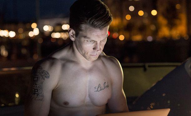 Antti Holma näyttelee tuplaroolit sekä Jare että Jere Tiihosena.