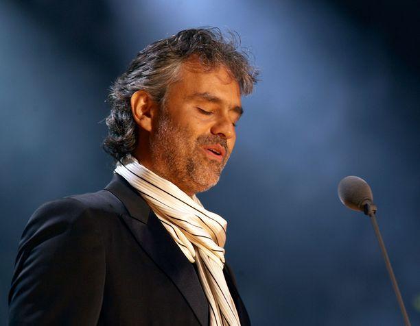 Oopperatähti Andrea Bocelli tunnetaan erityislaatuisesta äänestään.