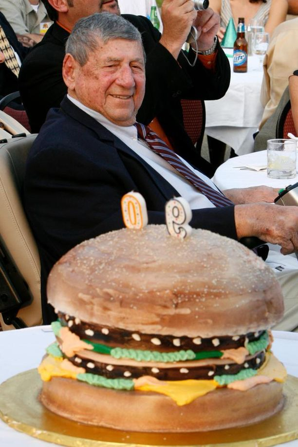 Jim Delligatti juhli 90-vuotissyntymäpäiviään elokuussa 2008.