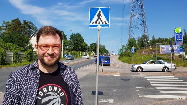 Liikenne- ja viestintäministeri Timo Harakka sanoo, että juhannusliikennettä on vaikea ennakodia koronaviruksen vuoksi.