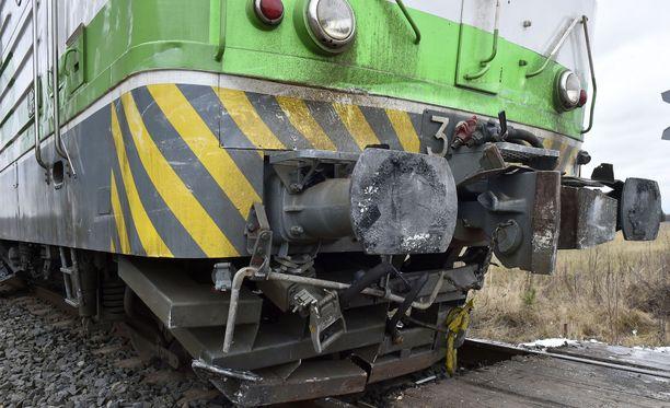 Kuorma-auton kanssa Kemijärvellä törmännyt veturi saatiin päiviä kestäneen operaation jälkeen siirrettyä pois radalta. Arkistokuva.