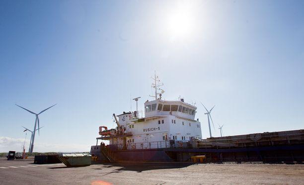 AKT on kieltäytynyt purkamasta venäläisyhtiön M/V Rusich-5 -laivan lastia Tornion Röyttän satamassa työehtorikkomusten vuoksi.
