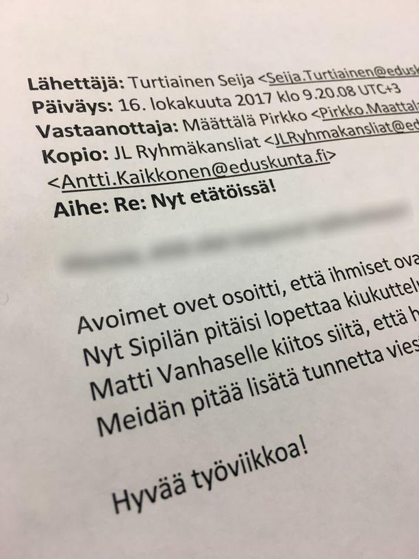Keskustan eduskuntaryhmän pääsihteerin Seija Turtiaisen maanantai olisi voinut alkaa paremminkin. Turtiainen lähetti Sipilää kritisoivan viestin vahingossa kaikille eduskuntapuolueille.