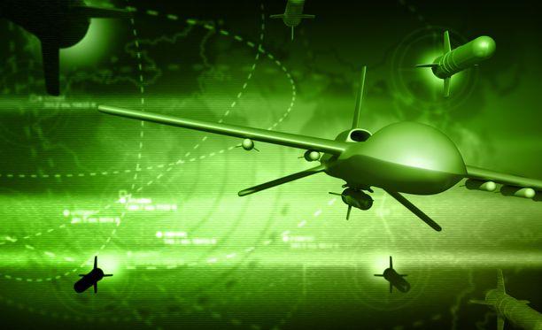 Sotilaskäytöön kehitetään omia lennokkeja.