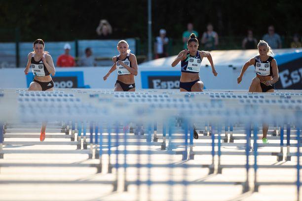 Reetta Hurske (vas.), Annimari Korte, Nooralotta Neziri ja Lotta Harala eivät kilpaile keskiviikkona Helsingissä.