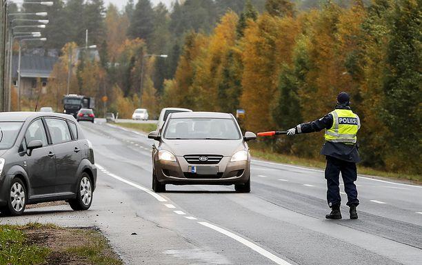 Oulun liikenteessä oli viikonloppuna huumekuskeja ja kolareita. Kuvituskuva arkistosta.