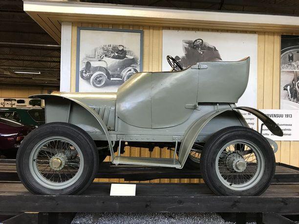 Korvensuu 1913 on ensimmäinen kokonaan Suomessa valmistettu auto. Auto valmistettiin Mynämäen Korvensuussa.
