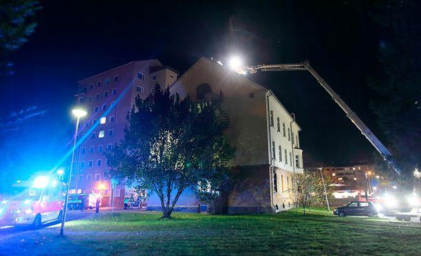 Poliisi tutkii palon syttymissyytä.