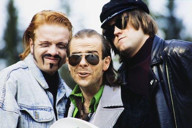 Olli Keskinen esiintyi Kummelissa Ylellä 1991-1994. Kuvassa hän oikealla on ikimuistoisessa Musacornerin Iso-Peben rooliasussa.
