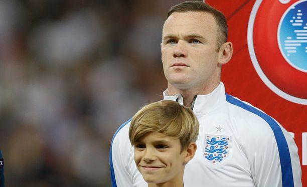 Romeo Beckham pääsi Wayne Rooneyn rinnalle.