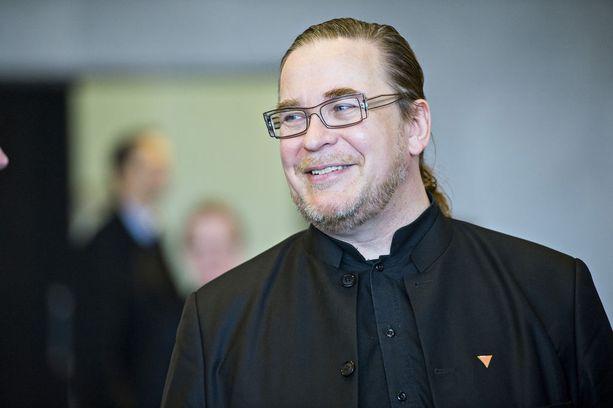 Vihreiden kansanedustaja Jyrki Kasvi muutti mieltään tiedustelulakien suhteen.