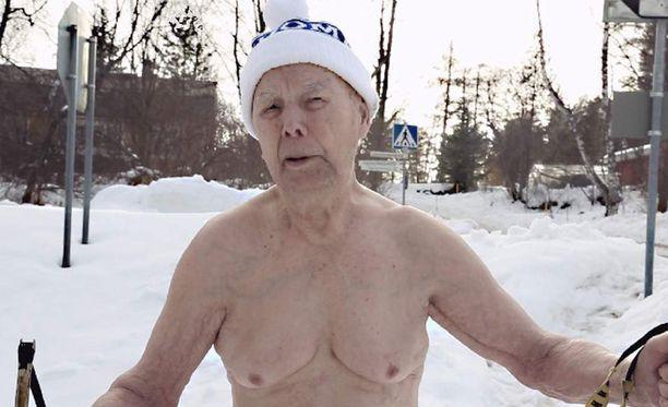 Uusi dokumenttielokuva valottaa avantouimari Erkki Makkosen valmistautumista kisamatkaan Venäjälle.