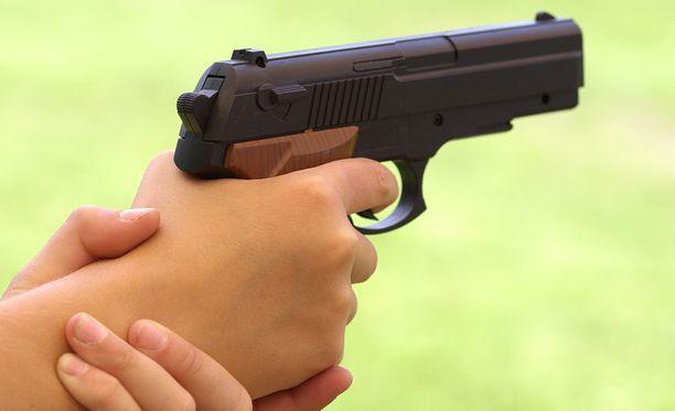 Poliisi ei toistaiseksi osaa sanoa, mistä 9-vuotias oli saanut aseen käsiinsä. Kuvituskuva.