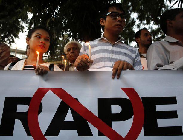 Intia on saanut viime vuosina julkisuutta lukuisista raiskaustapauksista. Kuva mielenosoituksesta New Delhissä helmikuussa.