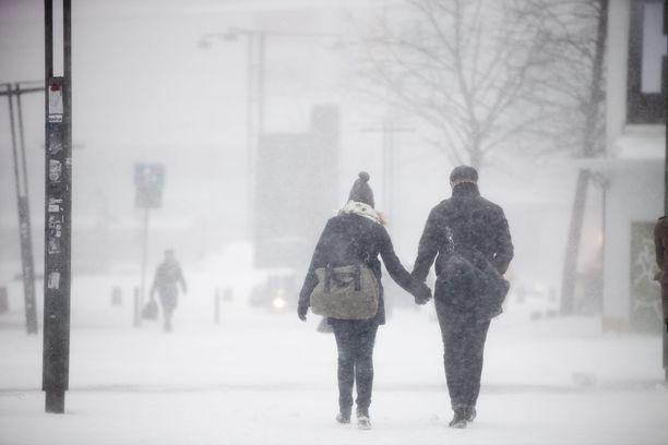 Lunta tupruttaa yleisesti länsi- ja eteläosassa maata 5–10 senttimetriä. Kuvituskuva.