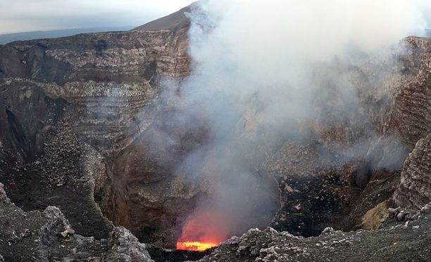 Työskentelemässä olleet vulkanologi ja opas putosivat aktiivisen Masaya-tulivuoren kraateriin heidän köytensä katkettua.