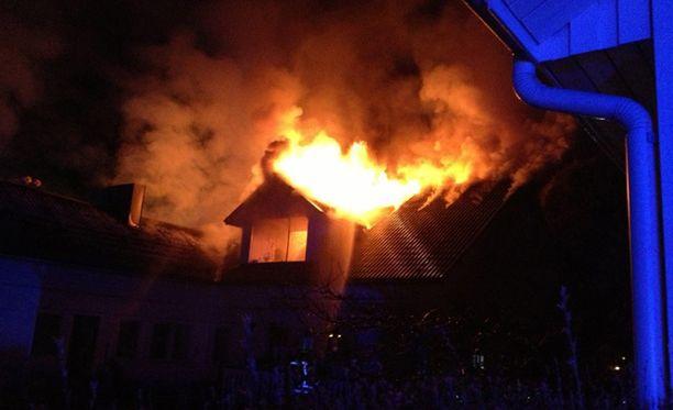 Pariskunta pelastui tulipalosta taksikuskin ansiosta.