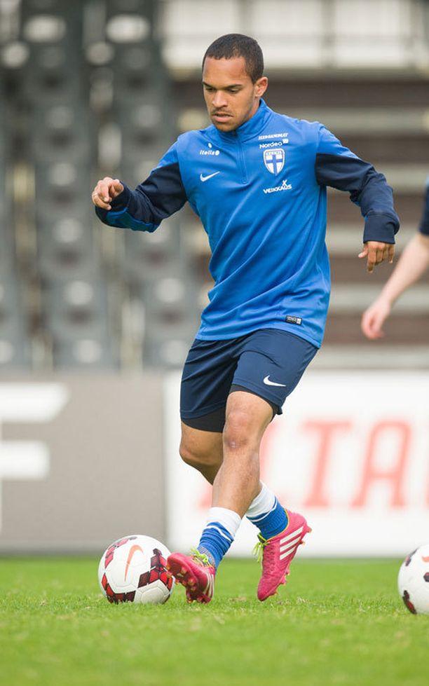 Nikolai haluaisi pelata jalkapalloa tulevaisuudessa ulkomailla.