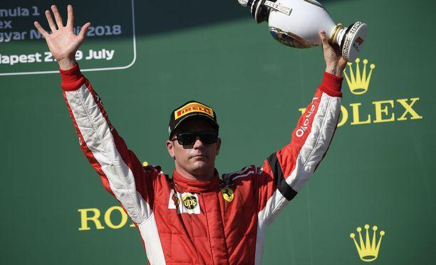 Jacques Villeneuve ylisti Kimi Räikkösen kuluvan kauden työtä. Eikä suotta.