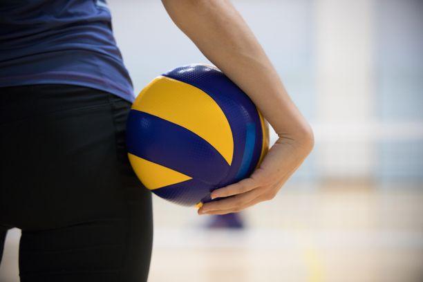 Väitetyn hyväksikäytön uhri aloitti pelaamisen naistensarjassa jo 16-vuotiaan. Syytetty oli joukkueen avaintukijoita. Kuvituskuva.