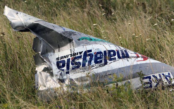 Tuhoutuneen koneen osa onnettomuuspaikalla Donetskissa.