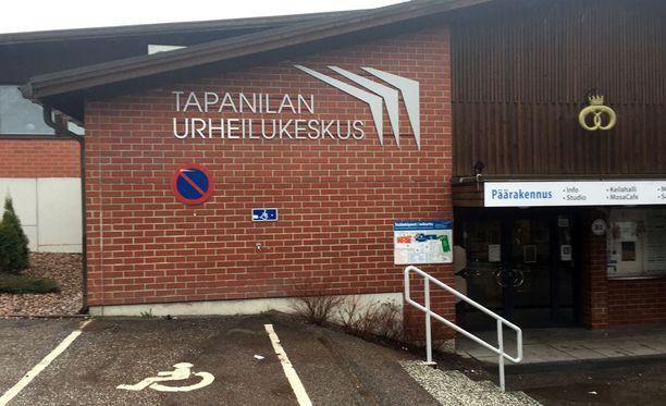 Urheilukeskuksessa järjestetään erilaista urheilutoimintaa, muun muassa karatekursseja turvapaikanhakijoille.