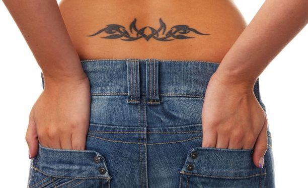 Monet tekijät muokkaavat tatuointia vuosien kuluessa.